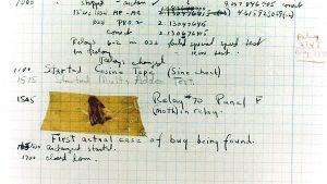 Logbuch-Seite des Mark II mit dem ersten dokumentierten Bug (1947). (C) Courtesy of the Naval Surface Warfare Center, Dahlgren, VA., 1988. - U.S. Naval Historical Center Online Library Photograph NH 96566-KN, gemeinfrei, https://commons.wikimedia.org/w/index.php?curid=165211