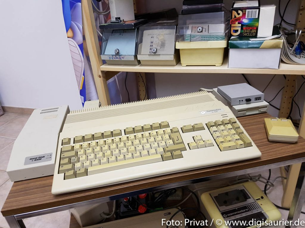 Gerüstet für die Zukunft: Mein Amiga wie er leibt und lebt - mit dem Laufwerkemulator als externes Lebenserhaltungssystem.
