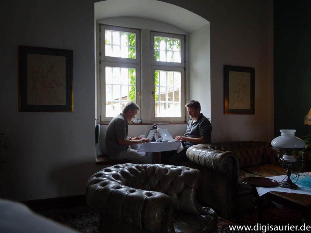 Christian und Martin beim Bloggen im Schloss.