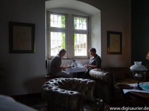 Christian und Martin beim Bloggen im Schloss. Geschichten erzählen braucht Zeit - nicht die Stärke von Instagram Stories und Snapchat