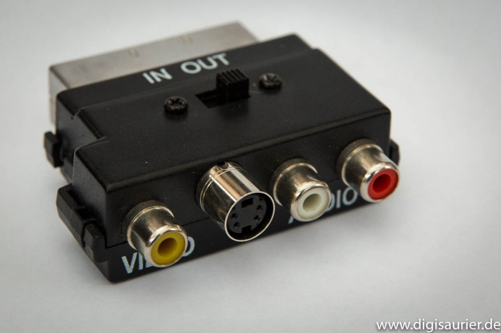 Ein Adapter von SCART auf S-Video und Cinch.
