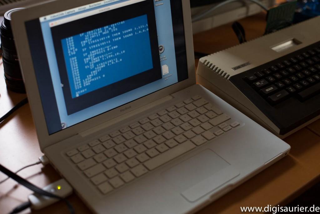 Erster Versuch: Den 800XL via Videograbber an ein altes Macbook anschließen.
