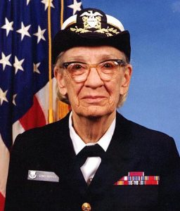 Computerfrau Grace Hopper (Januar 1984). (C) James S. Davis - U.S. Naval Historical Center Online Library Photograph NH 96919-KN (jpg), gemeinfrei, https://commons.wikimedia.org/w/index.php?curid=55260