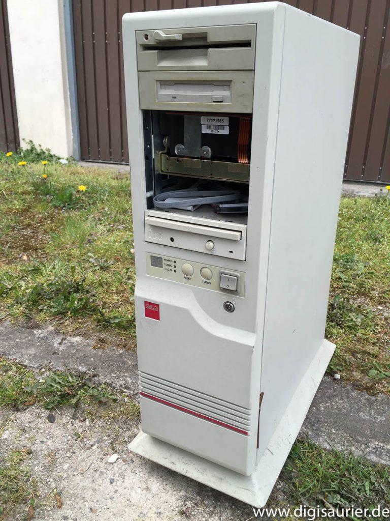 Das war er, der Ersatz-Computer: Ein 386er mit Coprozessor.