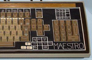 Tastatur für die Entwicklungs-Umgebung Maestro von Computerfrau Christiane Floyd. (C) Maestro Tastatur - Von http://de.wikipedia.org/wiki/Benutzer:Tamas_Szabo - Eigenes Werk, GFDL, https://commons.wikimedia.org/w/index.php?curid=5877763
