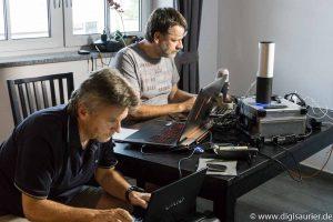 Blick hinter die Kulissen - Technik zum senden. Logitech Webcams, ASUS Computer, WD Festplatten - und dazu Kabel, Dropbox, Facebook und vieles mehr