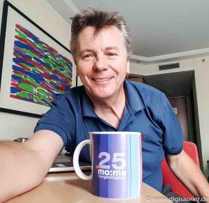 25 Jahre später - der Computer-Experte mit ZDF-Morgenmagazin Tasse