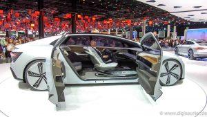 Digisaurier in der Zukunft: Christian Spanik im Level 5 Fahrzeug Audi Aicon