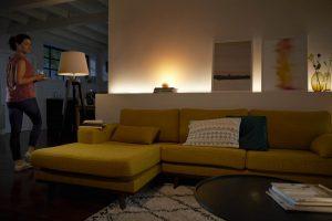 Philips Hue macht das Wohnzimmer zur Lichtoase (Foto: Philips)