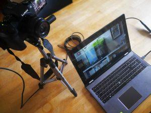 Ein mögliches Streaming-Setup: Systemkamera, Notebook+ Elgato Cam Link