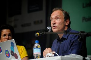 Tim Berners-Lee 2009 auf einem Kongress (Foto: Wikimedia)