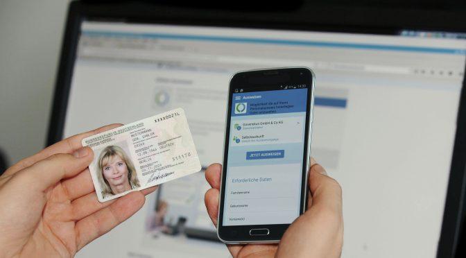 Es funktioniert wirklich! Online-Perso an der Ausweis-App (Foto: BSI)