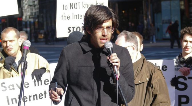 Aaron Swartz bei einer Demo für die Freiheit des Internets