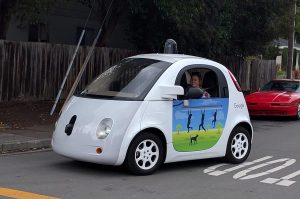 """Google forscht mit seinem """"Driverless Car"""" direkt an Level 5. (C) Grendelkhan, CC BY-SA 4.0"""
