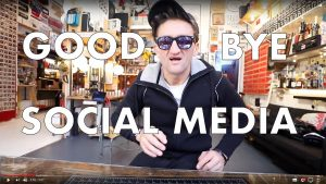 Videoblogger Casey Neistat verabschiedet sich zumindest schon mal von den Social-Media-Apps auf seinem Smartphone.