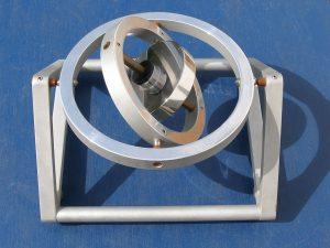 Ein kardanischer Kreisel (Foto: Bautsch via Wikimedia)
