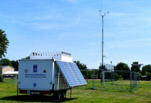 SODAR-Messstation des DWD mit Funkmast (Foto: DWD)