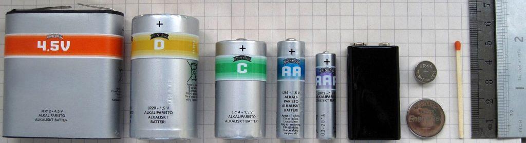 Batterien - viele Formen und Größen (Foto: via Wikimedia)