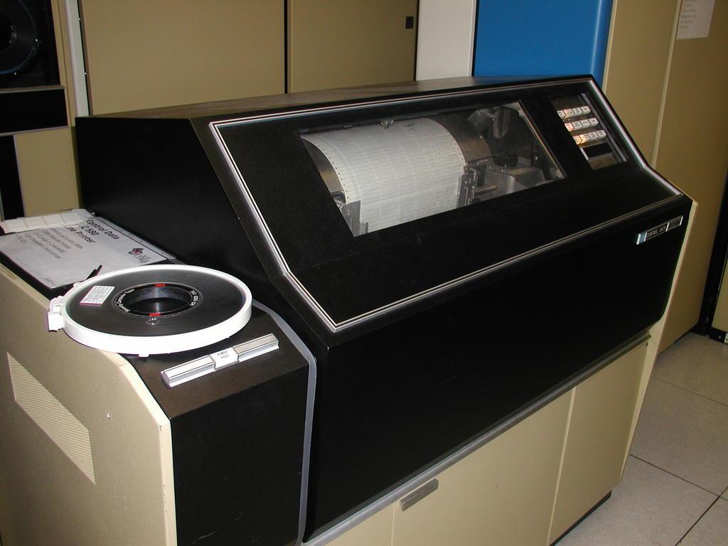 Klassischer Kettendrucker von Control Data - noch heute im Einsatz