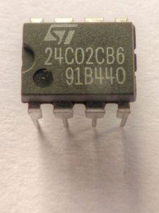 Ein moderner EEPROM-Baustein aus der Videotechnik (Foto: Wikimedia)