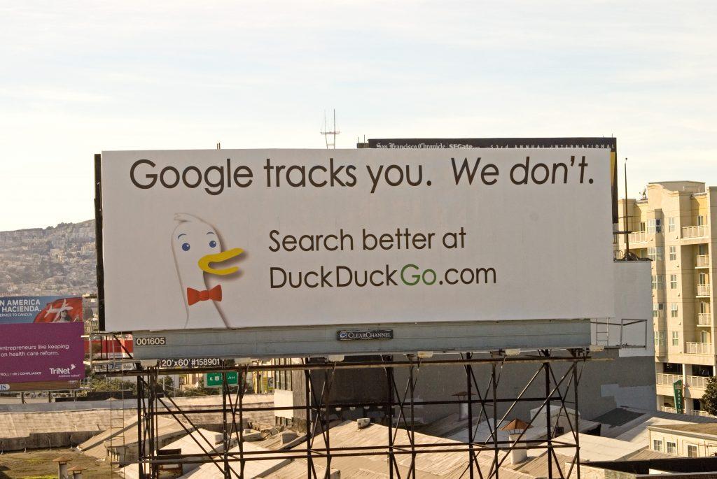 Die berühmte DDG-Plakatwerbung in der Bay Area (Foto: Unbekannt)