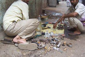 So wird Elektronik in Indien von Hand zerlegt (Foto via Wikimedia - siehe Bildnachweis unten)