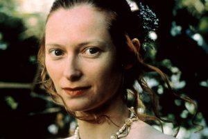 """Tilda Swinton als Ada Lovelace im Spielfilm """"Conceiving Ada"""" (Screenshot)"""