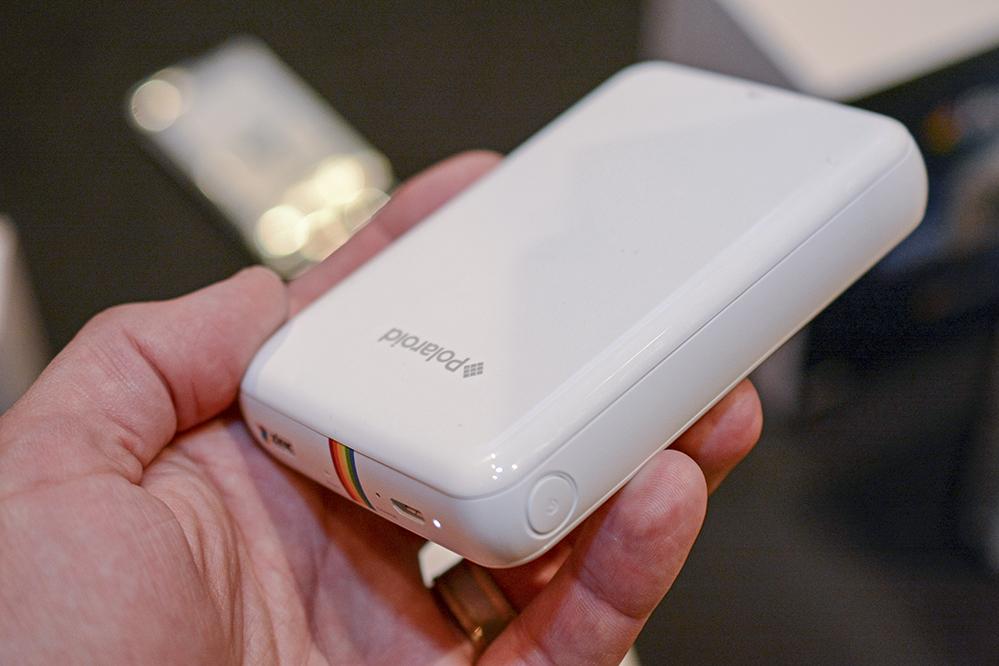 So klein sind Handy-Drucker wirklich - hier der Polaroid ZIP (Foto: Polaroid)