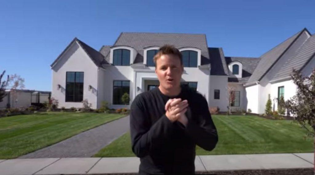 Ein Smarthome-Influencer erklärt auf YouTube sein vernetztes Haus (Screenshot)