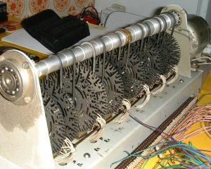 Ein Tonewheel-Generator aus einer Hammond-Orgel (Foto: public domain via Wikimedia)