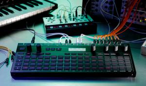 Ein schicker Korg-Sequencer im System (Foto via amazona.de)