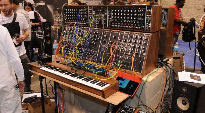 Ein Moog System 55 auf der NAMM Show 2015 (Foto: Wikimedia - siehe Bildnachweis unten)