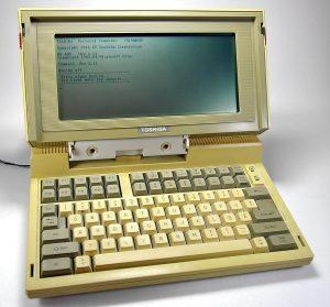 Ein erster Traum-Laptop: Der T1100 von Toshiba (Foto via Wikimedia)
