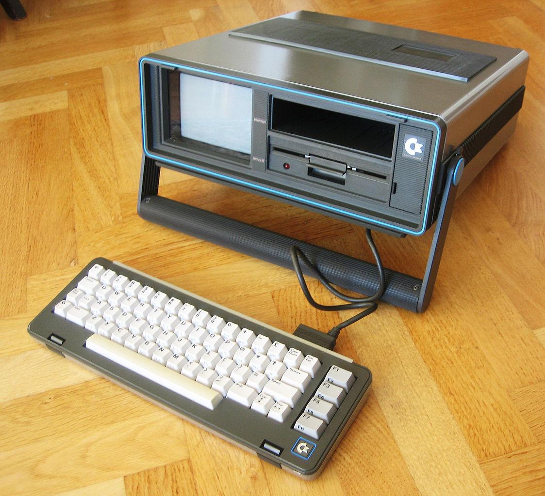 Commodore SX-&4: Nur echt mit 5-Zoll-Bildschirm (Foto via Wikimedia, siehe Bildnachweis unten)
