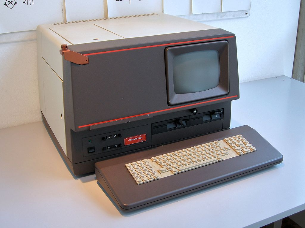 Klassisches Fotosatzterminal von Linotronic (Foto: via Wikimedia - siehe unten)