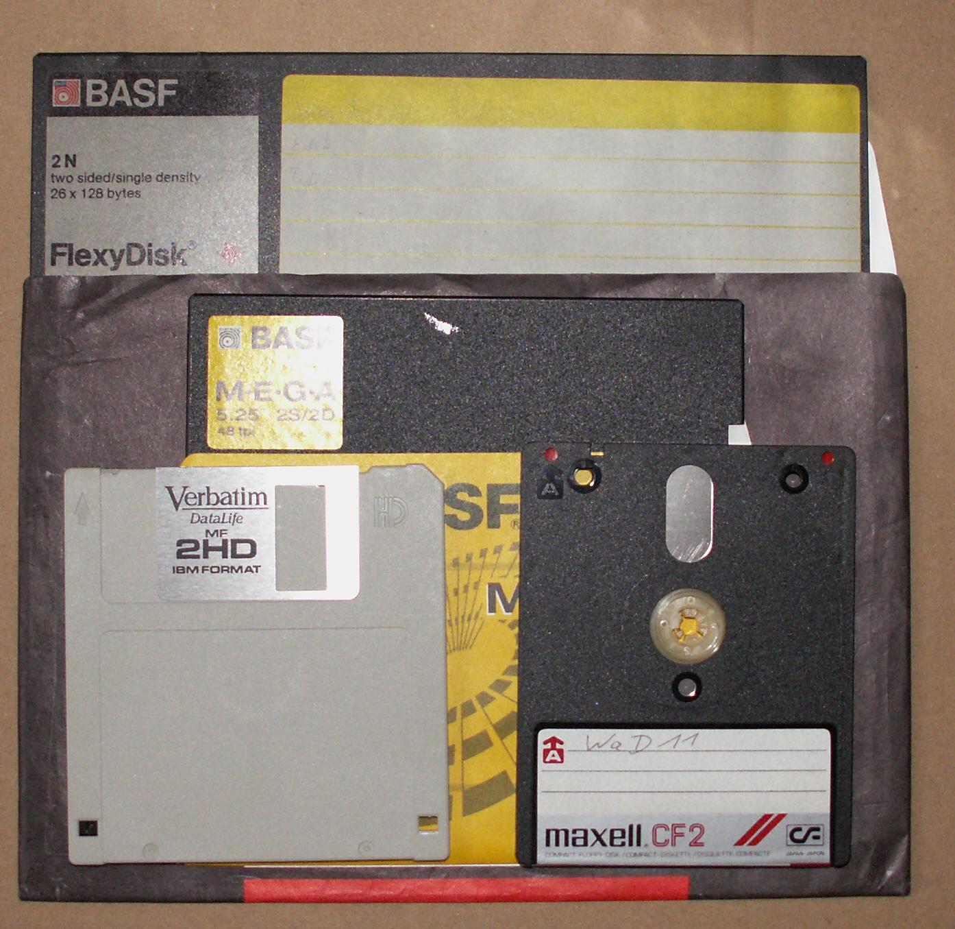 """Größenvergleich: Von der 8""""- bis zur 3""""-Diskette (Foto: siehe Bildnachweis unten)"""